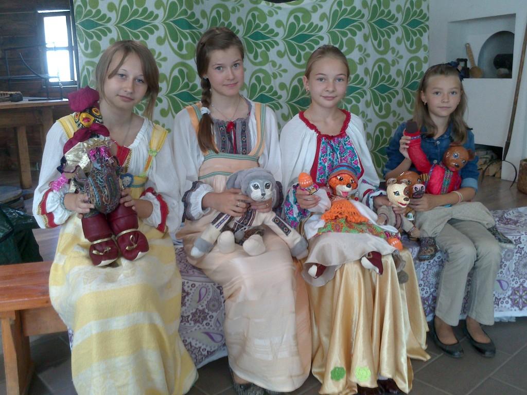 Алена, Катя, Виолетта, Маша после выступления