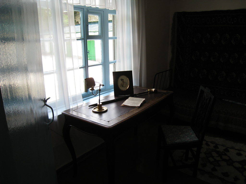 Комната А.А.Столыпина с его портретом кисти Лермонтова