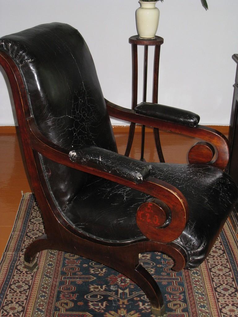 Кресло Лермонтова из Петербурга